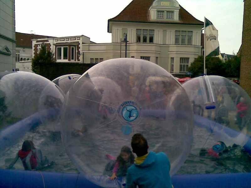 Walking Waterball, Wasserspiel